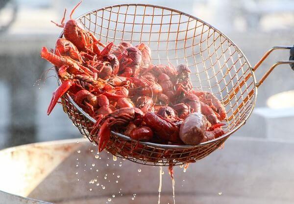dangers of eating crawfish