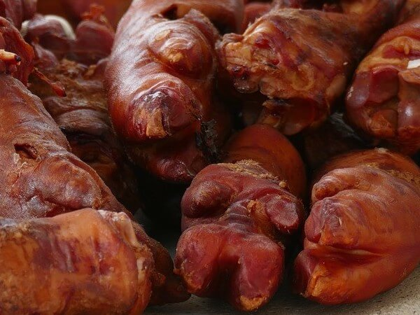 pigs hooves for dogs are a great dog treat option