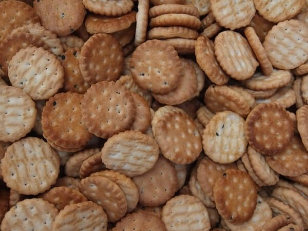 are ritz crackers healthy for dogs
